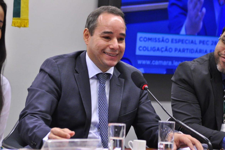 DEPUTADO FEDERAL LUIS TIBÉ PROPÕE QUE FINANCIAMENTO DE CAMPANHAS SEJA CUSTEADO PELA PRÓPRIA CLASSE POLÍTICA