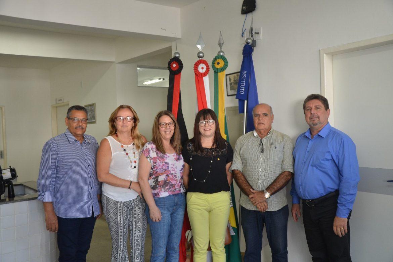Humberto Pontes garante aquisição de equipamentos para maternidade Cândida Vargas